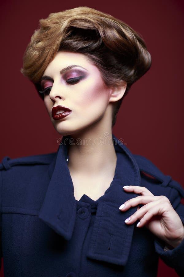 A beleza denominou o retrato do close up de uma jovem mulher fotos de stock royalty free