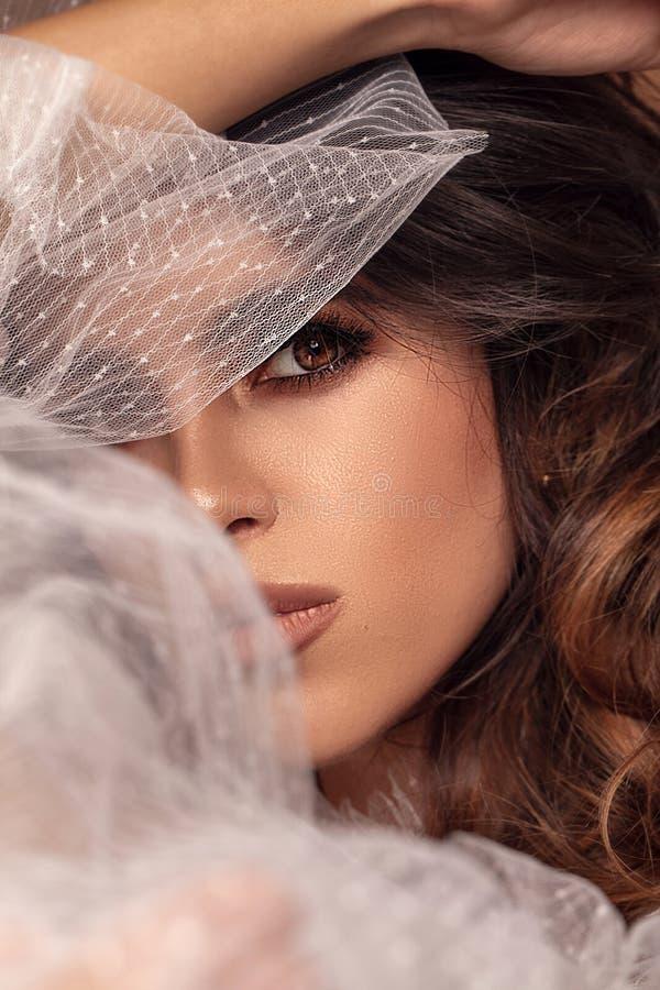 Beleza disparada da mulher triguenha fotos de stock royalty free