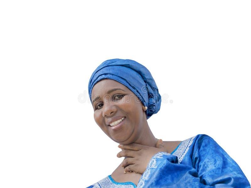 Beleza do Afro que veste um lenço tradicional, isolado foto de stock