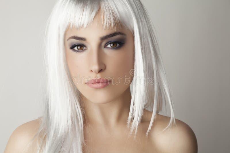 Beleza do cabelo da platina fotografia de stock