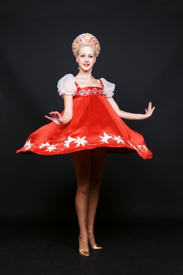 Beleza do russo que gira na dança fotos de stock