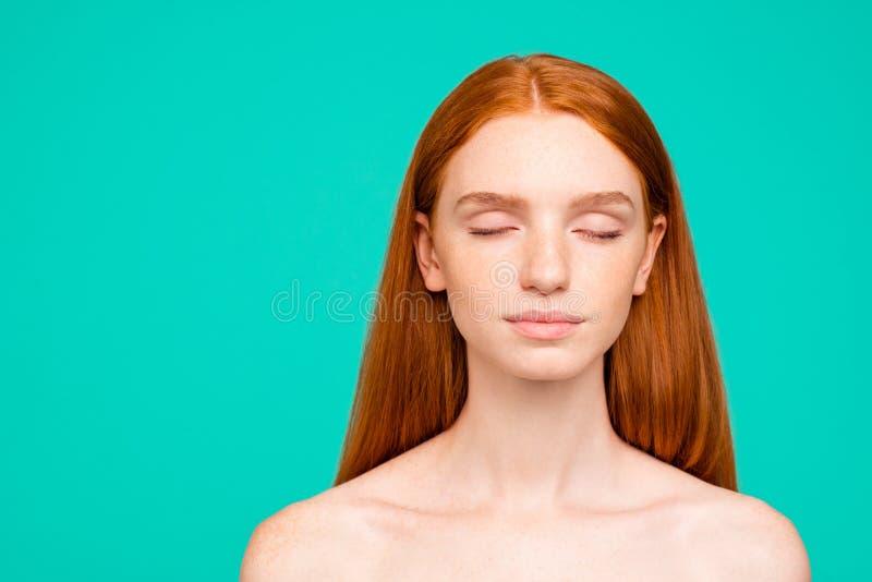 Beleza e conceito da saúde Retrato do close-up da calma doce agradável fotografia de stock