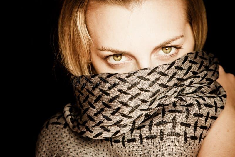 Beleza eyed verde com face coberta foto de stock royalty free
