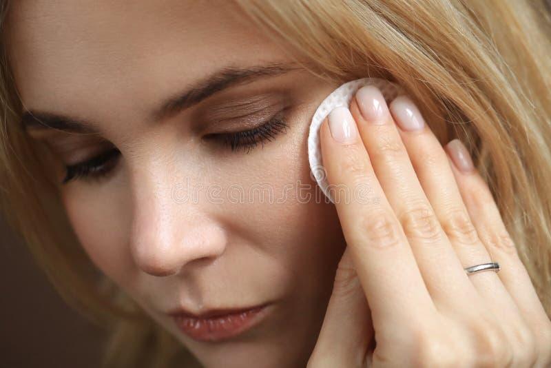 Beleza f?mea no close-up imagem de stock