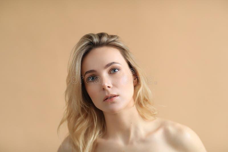 Beleza f?mea no close-up imagens de stock