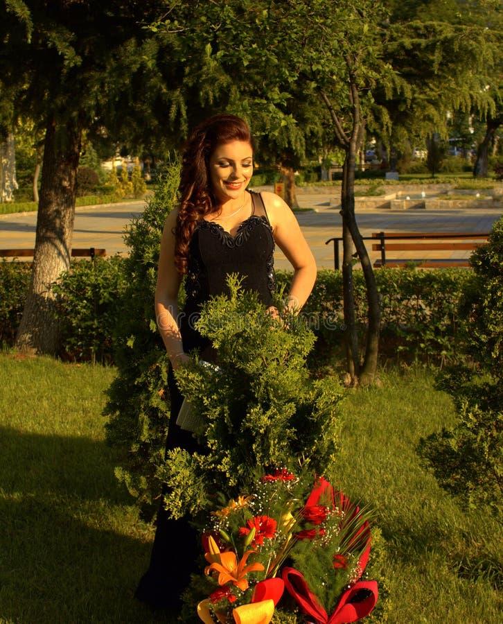 Beleza feliz no jardim fotos de stock royalty free