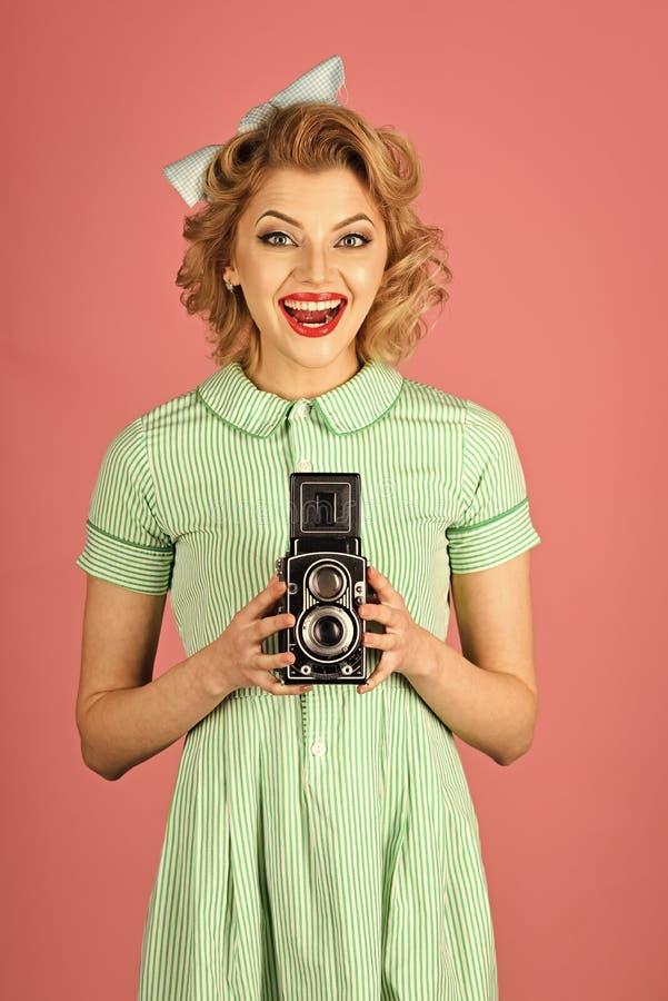 Beleza, fotografia da forma, estilo do vintage A menina sensual no estilo do pinup, faz a foto imagens de stock royalty free