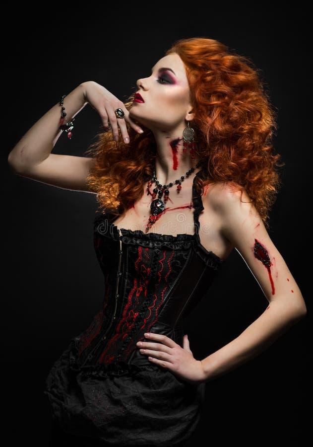 Beleza gótico do ruivo com feridas fotos de stock royalty free