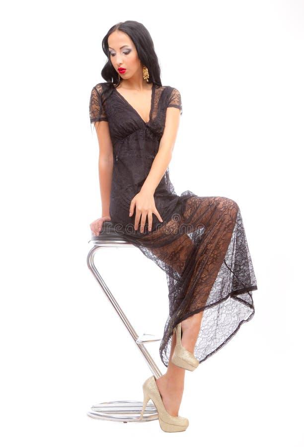 Beleza Leggy em uma cadeira elevada fotos de stock royalty free