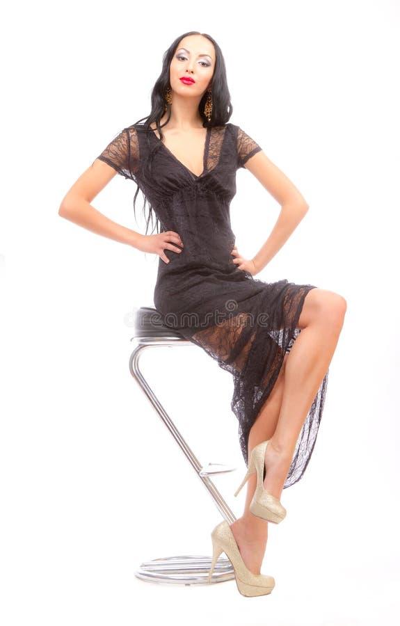 Beleza Leggy em uma cadeira elevada foto de stock