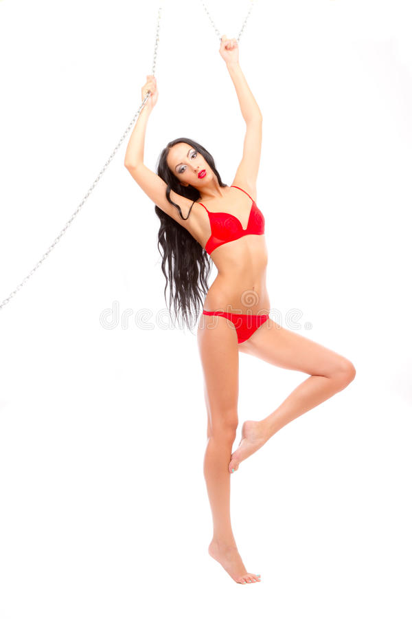Beleza Leggy na suspensão vermelha do roupa interior imagem de stock