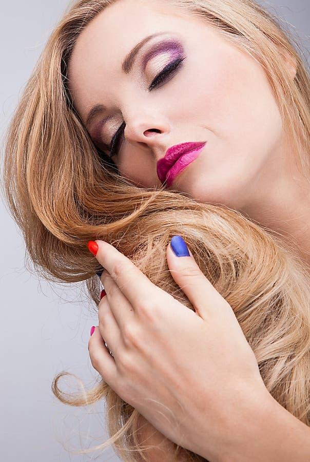 Beleza natural da saúde de uma cara da mulher com composição colorido fotografia de stock