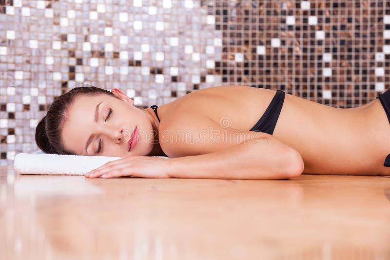 Beleza no banho turco. imagem de stock royalty free