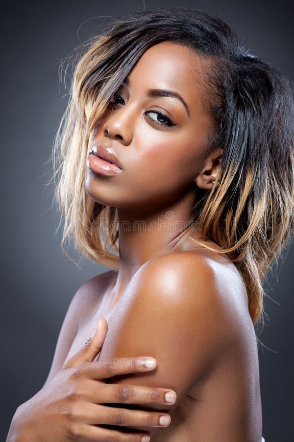 Beleza preta nova com pele perfeita fotos de stock