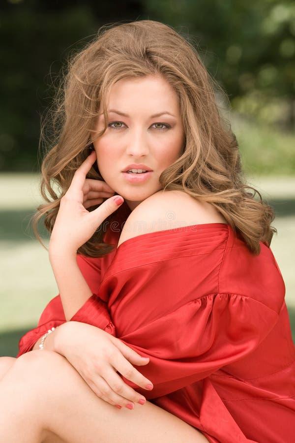 Beleza Robed vermelha imagem de stock royalty free