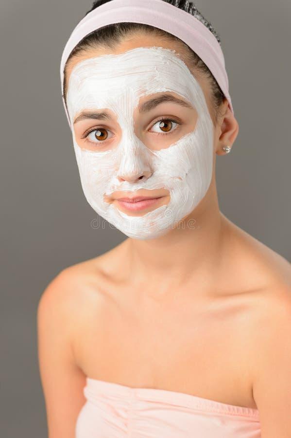 Beleza triste da pele da máscara protetora do adolescente fotografia de stock royalty free