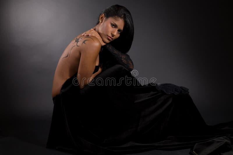 Beleza tropical no veludo preto imagem de stock royalty free
