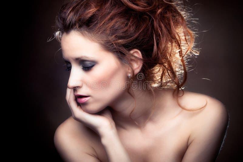 Beleza vermelha do cabelo fotografia de stock