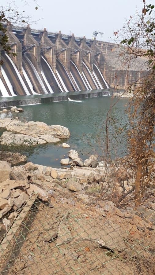 beleza waterfalling do natrue da represa do cenário imagem de stock royalty free