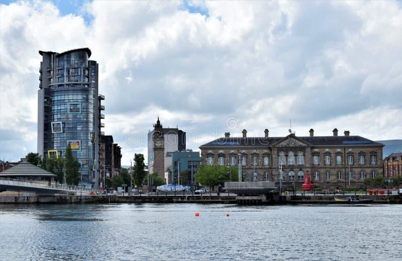 Belfast onder wolken stock foto's