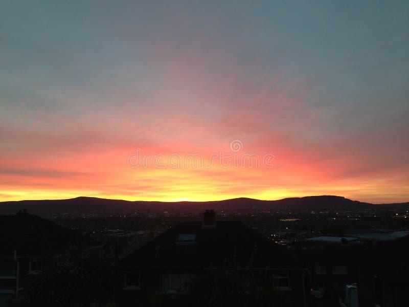 Belfast-Stadt-Sonnenuntergang lizenzfreie stockbilder