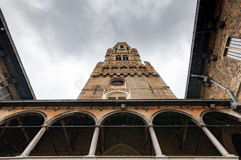 Belfried i Bruegge, forntida stad i Belgien Europa arkivfoton