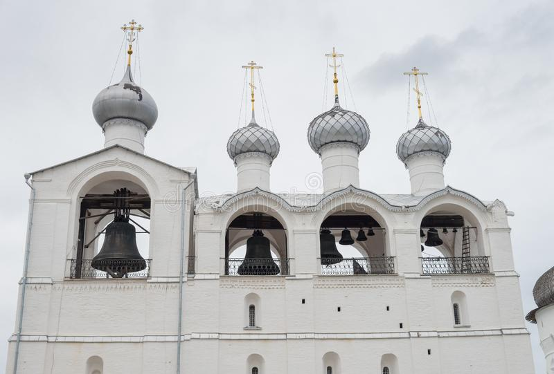 Belfry der Annahme-Kathedrale 1682– 1688 in Rostow der Kreml, Rostow, Yaroslavl-Region, Russland lizenzfreie stockfotos
