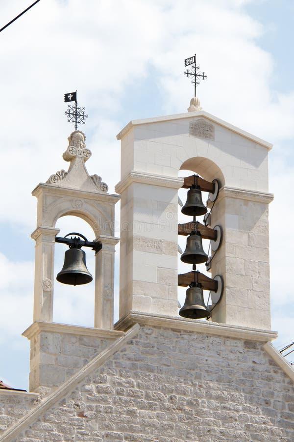 Belfry mit Glocken der Kirche des Heiligen Barbara in Sibenik, Kroatien lizenzfreies stockbild