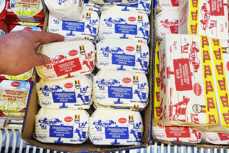 Belgaren gjorde mejerismör i en Lidl supermarket royaltyfri bild