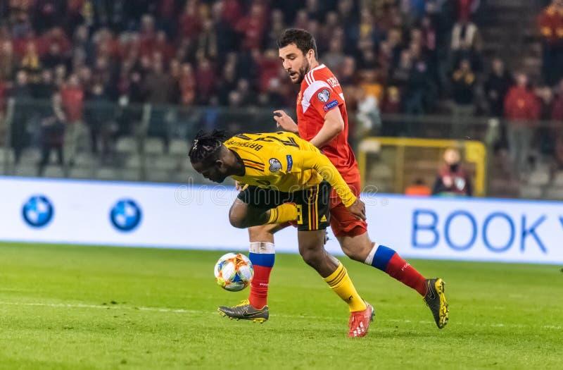 Belgia drużyny futbolowej krajowy strajkowicz Micha Batshuayi przeciw Rosja obrońcy Georgi Dzhikiya obraz royalty free