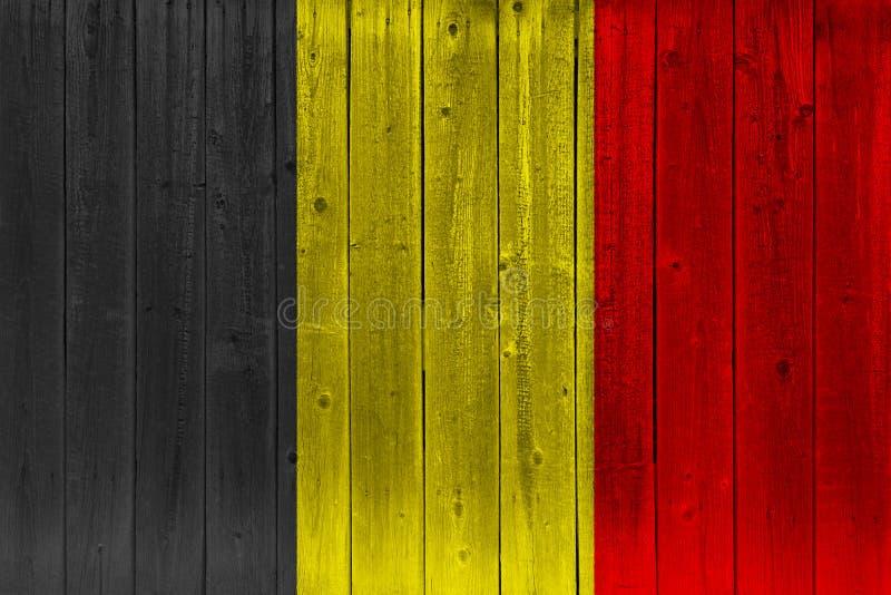 Belgia flaga malująca na starej drewnianej desce royalty ilustracja
