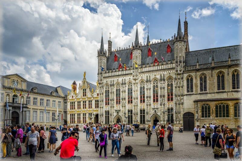 Belgien bruges Den stora marknadsfyrkanten royaltyfria foton