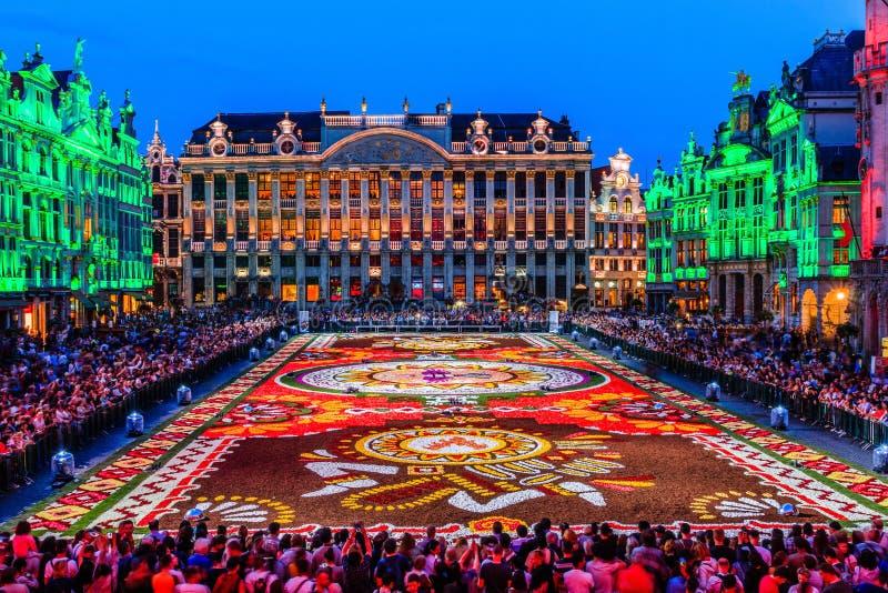 Belgien brussels Grand Place på natten royaltyfri foto