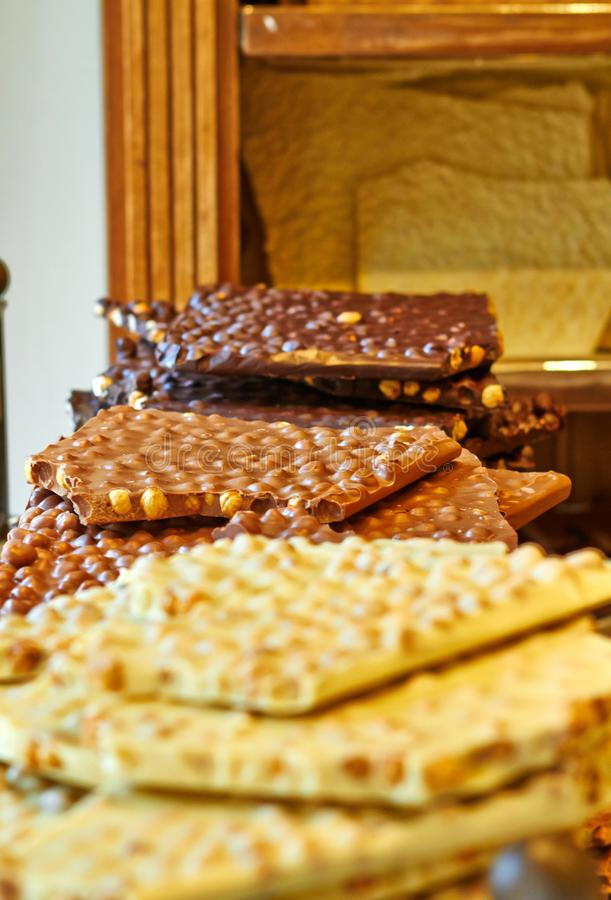 Belgische chocoladebruin met noten en wit royalty-vrije stock foto's