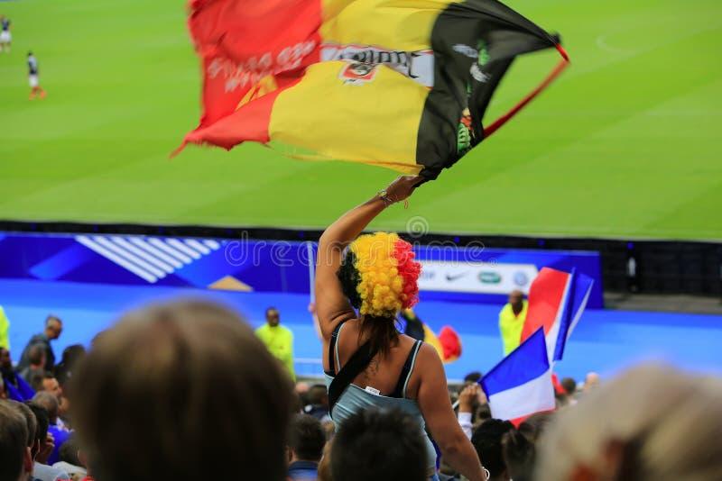 Belgische ventilator bij voetbalwedstrijd stock fotografie