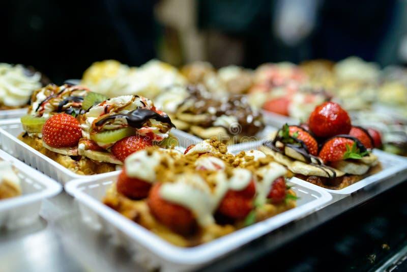 Belgische Waffeln in der Bäckerei stockfotos