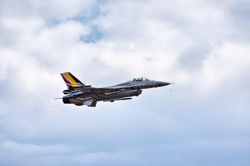 Belgisk figter F-16 på Radom Airshow, Polen fotografering för bildbyråer