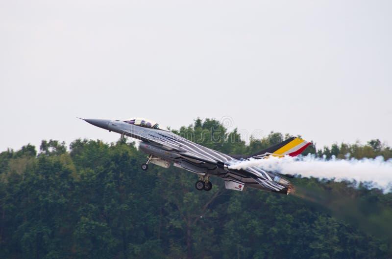Belgisk figter F-16 på Radom Airshow, Polen royaltyfria foton