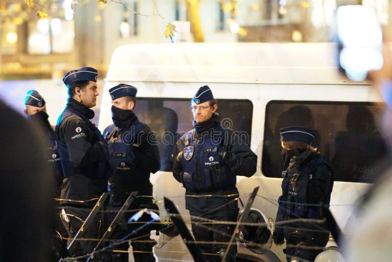 Belgiska poliser på natten royaltyfria bilder