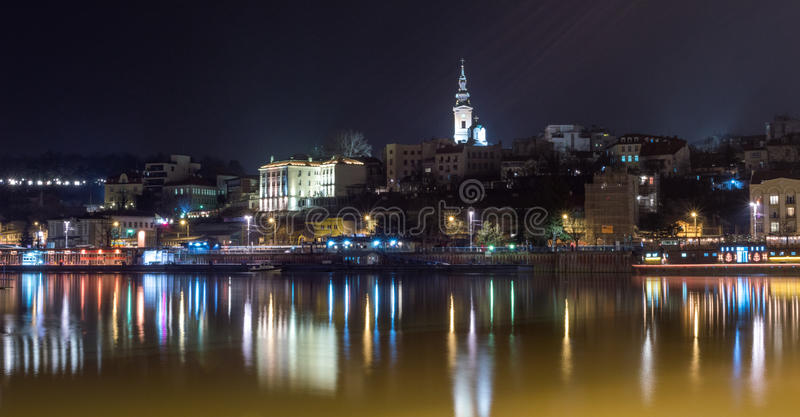 Belgrad nachts lizenzfreies stockbild