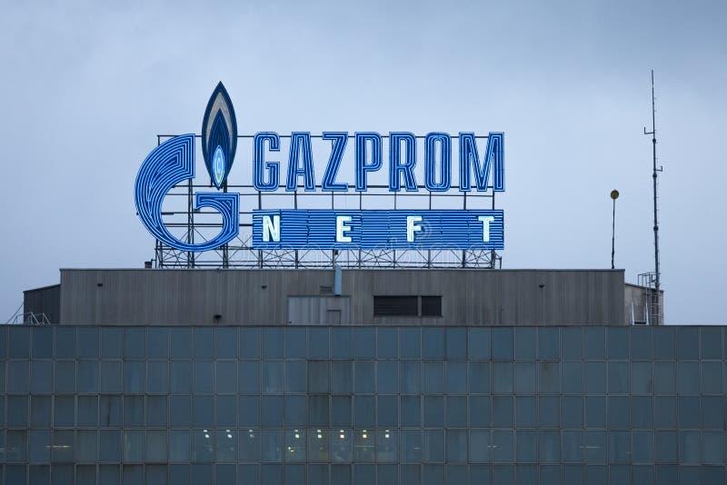 BELGRAD, SERBIEN - 29. APRIL 2017: Logo der Gazprom-Hauptsitze für Serbien Gazprom ist der Hauptenergiekonzern von Russland stockfotografie