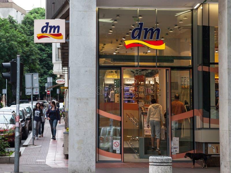 BELGRAD, SERBIEN - 25. MAI 2017: Dm-Shop in der Mitte von Belgrad, serbische Hauptstadt stockbild