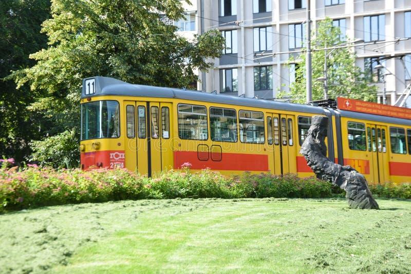 Belgrade Beograd/Serbien - 07 06 2019: Belgrade gammal gul spårvagn fotografering för bildbyråer