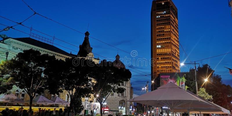 Belgrade högst byggande nattljus arkivbild