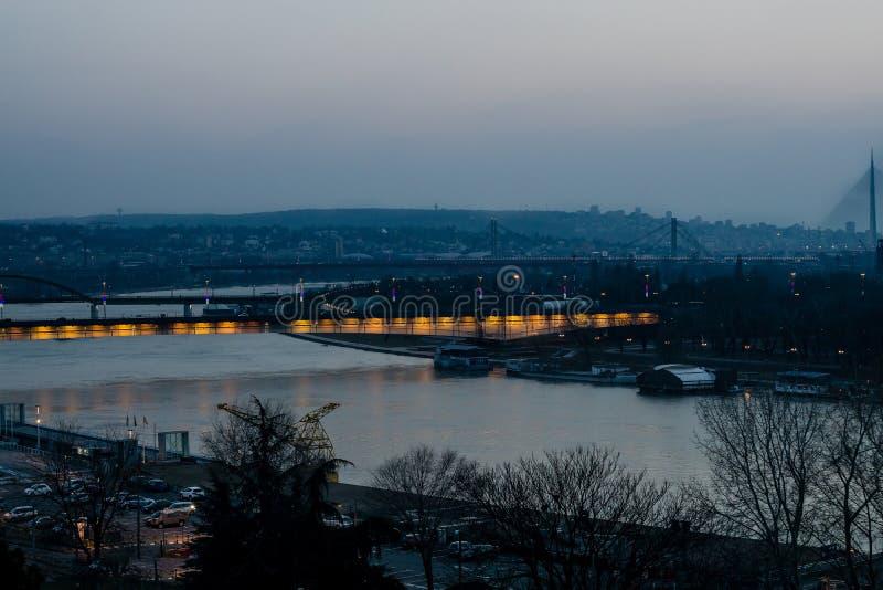 Belgrade på natten arkivbilder