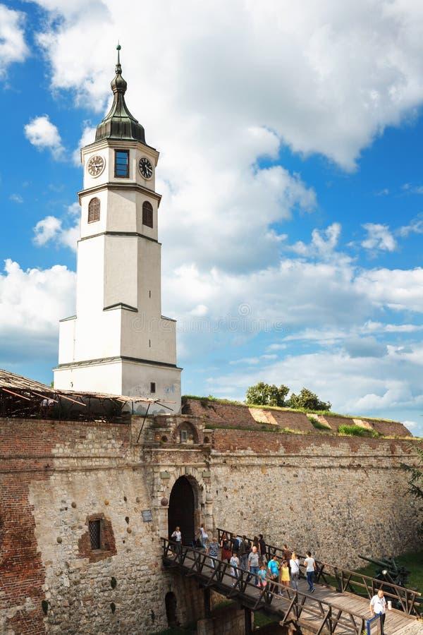 Belgrade, Serbie - 19 juillet 2016 : Kula de Sahat, la tour d'horloge et porte de la forteresse ou du Beogradska Tvrdjava de Belg image libre de droits