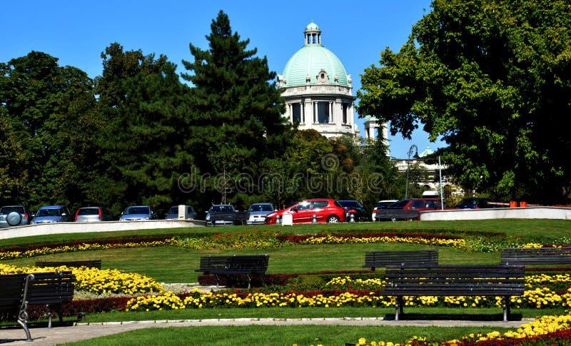 BELGRADE SERBIEN - AUGUSTI 15, 2016: Serbisk nationalförsamlingbyggnad - parlament i Belgrade royaltyfri fotografi