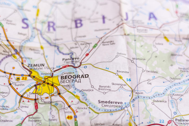 Belgrade sur une carte photos stock