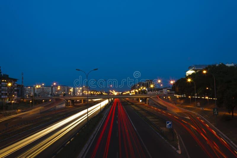 Download Belgrade trafik på natten fotografering för bildbyråer. Bild av skrovlighet - 27280767