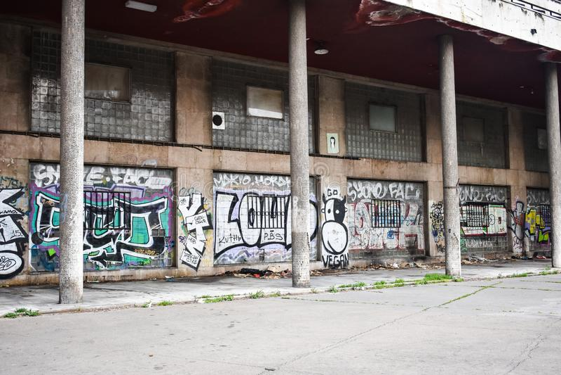Belgrado, Novi Sad/Servië - 06 05 2019: Het art. van de Seriastraat stock fotografie